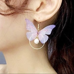 NWT stunning delicate butterfly earrings